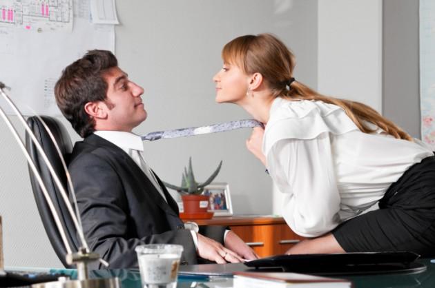 Mensen die vaker seks hebben, presteren beter op werk