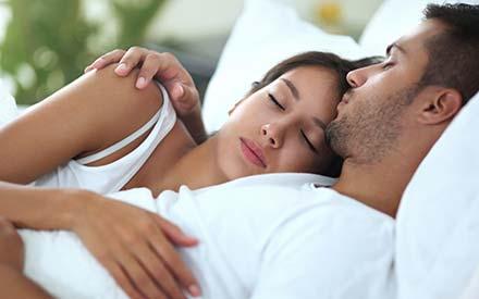 Onderzoek wijst uit: seks voor het slapen gaan, zorgt voor een schitterende nachtrust